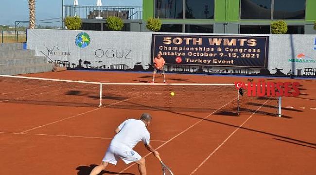 18 ülkeden 180 doktor ve diş hekimi, tenis turnuvası ve tıp kongresi için Antalya'da