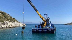 Fırtınanın deniz dibinde oluşturduğu duba enkazı, 15 günlük çalışmayla çıkartılabildi