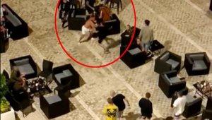 Rus ve İngiliz turistlerin otelde 'kız arkadaş' kavgası kamerada