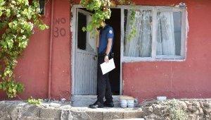 Yalnız yaşadığı evinde ölü bulundu, belediyenin getirdiği yemek kapıda kaldı
