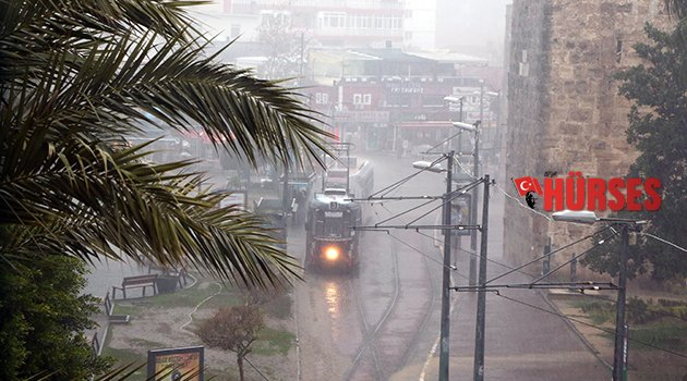 Antalya'yı yağmur vurdu (Antalya Hava Durumu)