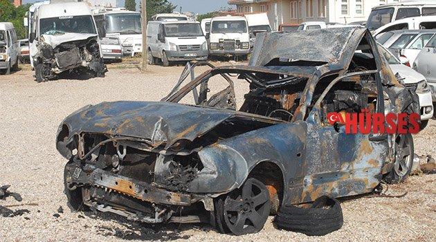 Araç yandı iki kişi öldü