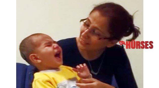 Babasının sesini ilk kez duydu