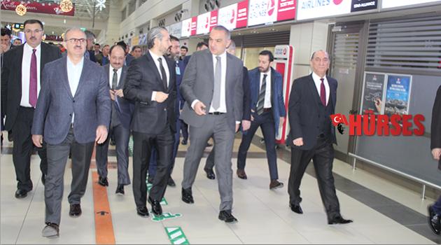 Bakan Ersoy, havalimanını inceledi