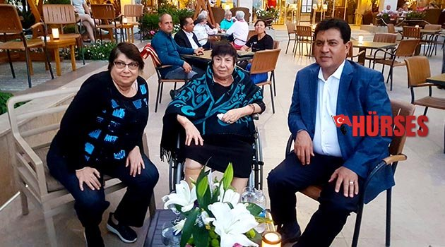 Başkan Gül'den anne Türel'e çiçekli kutlama