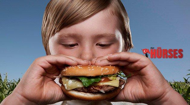Çocuklara fast food yedirmeyin