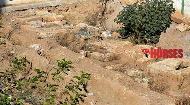 Hadrian Kapısı'nda antik mezar bulundu