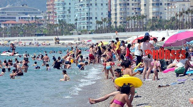 Antalya sahilleri doldu