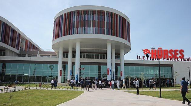AÜ İletişim Fakültesi yeni binasında