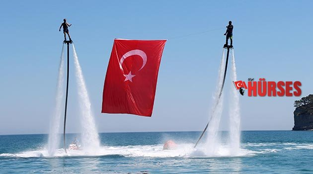 Deniz üstünde Türk bayrağı açtılar