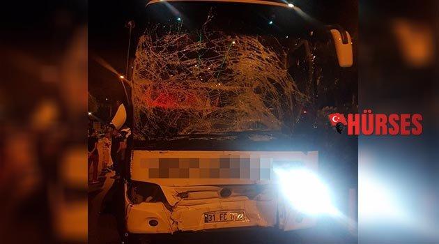 Yolcu otobüsü ile  midibüs çarpıştı