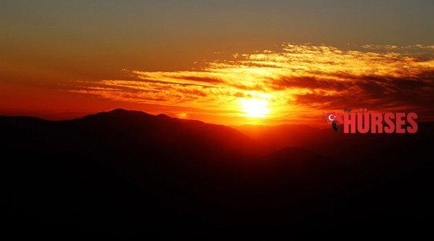 Zirvede gün batımı