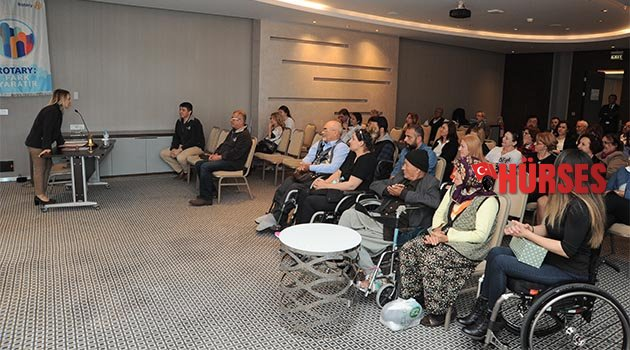 Rotary'den 12 akülü sandalye