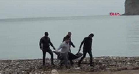 Vücudunun üst tarafı olmayan erkek cesedi kıyıya vurdu