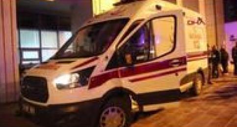 İş makinesi kovasının altında kalan işçi ağır yaralandı