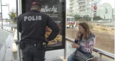 Antalya'da aşırı alkollü Rus kadına polis yardımı