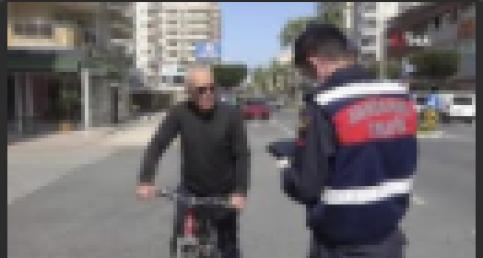 Alanya'da jandarma yaşlıların eli ayağı oldu