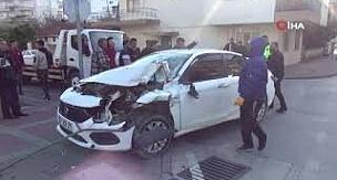 Kaza yaptıkları hurdaya dönen otomobili bırakıp olay yerinden kaçtılar