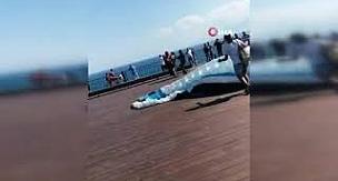 Uçuş yapmaya hazırlanan yamaç paraşütçüsü rüzgarın azizliğine uğradı
