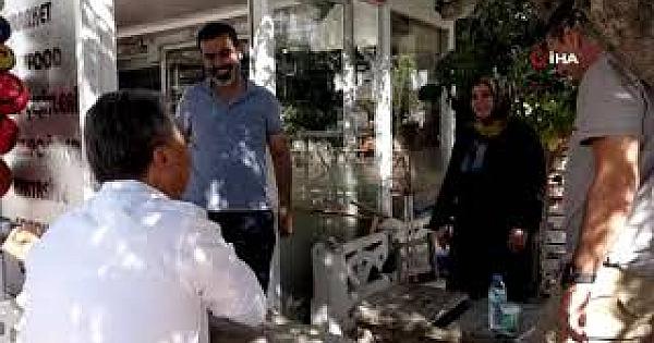 Belediye levhasını hurdacıya kaptırmayan Gülten teyzeye başkan ziyareti