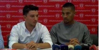 Antalyaspor Vainqueur ile 3 yıllık sözleşme imzaladı