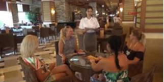 Turizmde personel sıkıntısını yabancılar kapatıyor