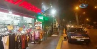 Deprem sonrası bir grup vatandaş sokağa indi
