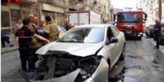 Sürücünün tansiyonu yükseldi, 4 otomobil çarpıştı