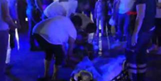 Arkadaşını kent meydanında dövüp, yerde sürükledi